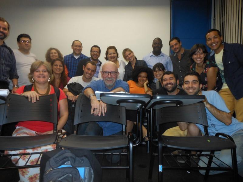 """É um privilégio ser professor desta turma tão inteligente,     participativa e solidária na Pós-Graduação da UERJ."""""""